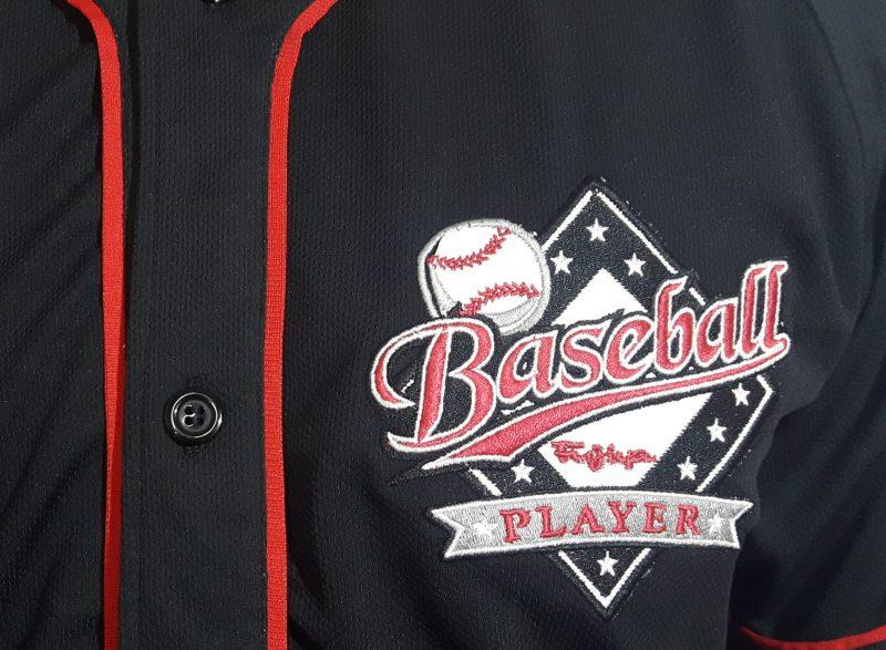 camisa baseball preta detalhe